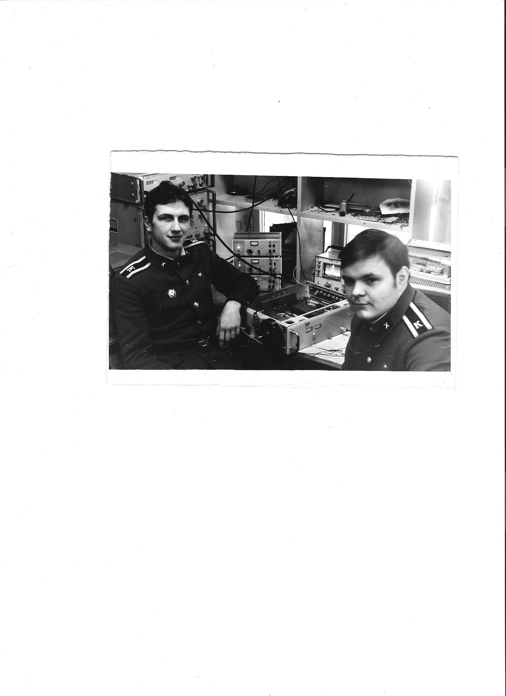 Курсанты Лысяков Игорь и Кардаильский Анатолий (слева), еще с училища готовились к службе на Зап.Кильдинею